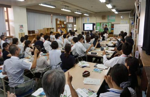 講演風景(大東市立諸福小学校・中学校 全職員80人の講演)
